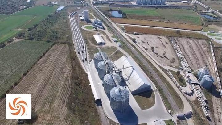 Ferro-puerto:reciba a 1,200 t/h, almacenaje de 48,000 t ma�z & 16,000 t pastas & harinas