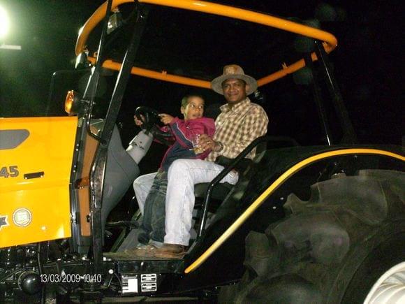Exibicion de un tractor ensamblado en venezuela - Varias