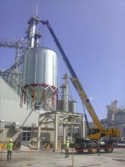 Montaje de silos almacenamiento de granos - Varias