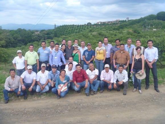 Grupo Profesional de Asohofrucol - Extensión agrícola- Escuelas de Campo para Agricultores