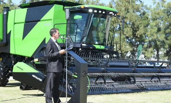 Argentina - Presentaron nueva cosechadora de producción nacional - Image 1